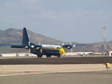 Free Fat Albert Plane Ready To Taxi Royalty Free Stock Image - 6844896