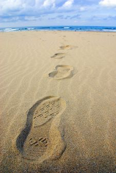 Free Footprints On The Beach Royalty Free Stock Image - 6845426