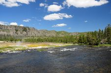 Free River And Hot Spring In Yellowstone Royalty Free Stock Images - 6846159