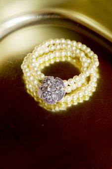 Free Pearl Bracelet Stock Images - 6846284