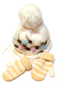 Free Winter Wool Knitted Cap And Mittens. Royalty Free Stock Images - 6846679