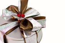 Free Metal Gift Box With Beautiful Bow Royalty Free Stock Photos - 6850108