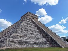 Free Mayan Pyramid At Chichen Itza Royalty Free Stock Photography - 6854797