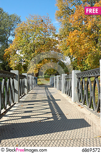 Free Autumn Park Stock Photography - 6869572