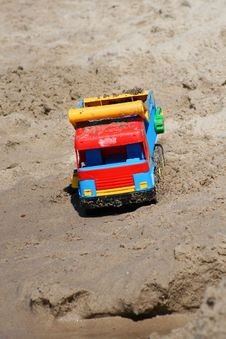 Free Car In The Beach Sand Stock Photo - 6861170