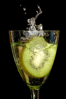 Kiwi In Sparks Of Water Royalty Free Stock Photos