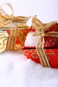 Free Box In Snow Royalty Free Stock Images - 6867639