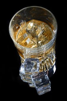 Free Glass Of Whiskey And Ice Stock Photos - 6867883
