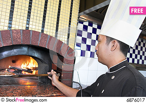 Free Cooking Pizza Royalty Free Stock Photography - 6876017