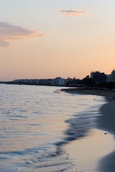 Free Seafront, Sunset & Beach Royalty Free Stock Images - 6870139