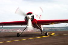 Free Plane On The Line Royalty Free Stock Images - 6871279