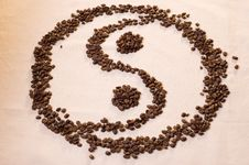 Free Yin Yang Symbol From Coffee Beans Stock Photography - 6875162