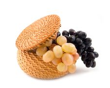 Free Basket With Grapes Royalty Free Stock Images - 6876659