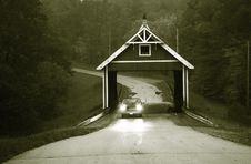 Free Covered Bridge In Black And White Royalty Free Stock Photos - 6876788