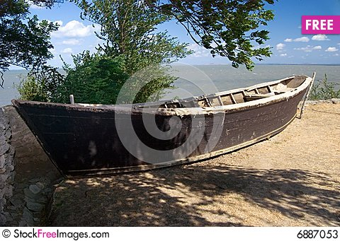 Free Old Boat Ashore Stock Photos - 6887053