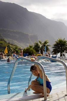 Free Child Swimming Royalty Free Stock Photo - 6883375