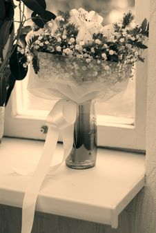 Free Wedding Bouquet And Window Royalty Free Stock Image - 6884346