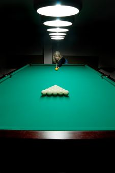 Free The Girl Plays Billiards Royalty Free Stock Photo - 6887065