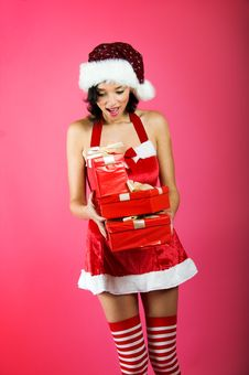 Free Christmas Woman With A Gift Royalty Free Stock Photography - 6888687