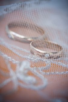 Free Wedding Rings And Lace Royalty Free Stock Photos - 6891178