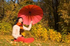Free Young Woman In The Autumn Park Stock Photography - 6894632