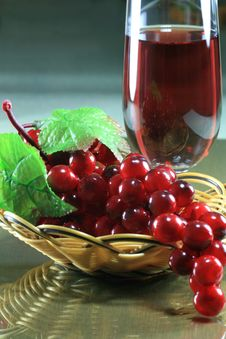 Free Grape With Basket And Wineglass Stock Photography - 6898762