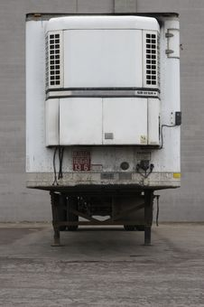 Free Trailer At Loading Dock Royalty Free Stock Photos - 693878