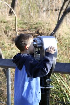 Free Child Using Binocular Stock Image - 693911