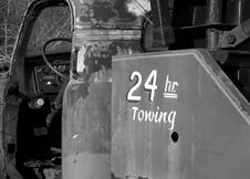 Free Old Tow Truck With 24 Hour Towing Stock Photos - 694243