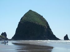 Free Haystack Rock Stock Photo - 697920