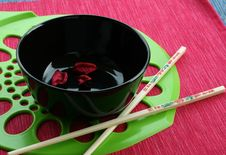 Free Black Bowl And The Chinese Sticks Stock Image - 6901611