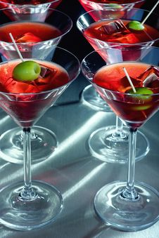 Free Martini Glasses With Olive And Ice Cube Royalty Free Stock Photography - 6902577