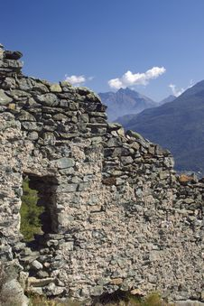Free Castle Ruins In Italy, Aosta Royalty Free Stock Photo - 6904435