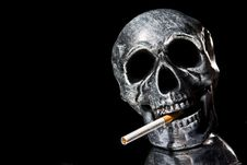Free Smoking Skull Royalty Free Stock Images - 6906949