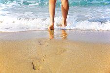 Free Woman S Legs, Going To Sea Stock Photo - 6907160