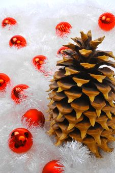 Free Pine Cone With Red Ornaments Royalty Free Stock Images - 6909019