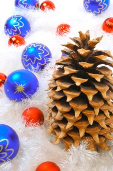 Free Pine Cone With Red Ornaments Stock Photography - 6909022