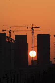 Free Tower Cranes And Setting Sun Royalty Free Stock Photography - 6911527