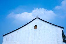 Free White Wall Under White Cloud Stock Photos - 6912993