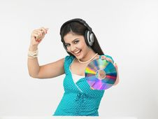 Free Girl Grooving To The Music Royalty Free Stock Photography - 6913947