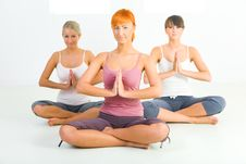 Free Women Meditating Stock Photography - 6915792
