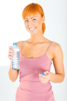 Free Fitness Woman With Bottle Of Water Royalty Free Stock Image - 6916036