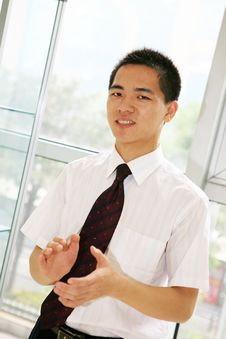 Free Young   Business Man In Office Royalty Free Stock Photography - 6918677