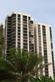 Free Highrise Apartment Building Royalty Free Stock Images - 6921209