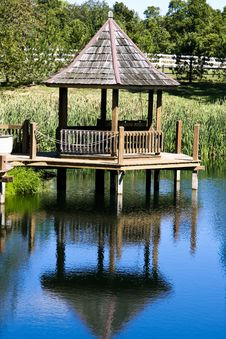 Free Gazebo At Pond Royalty Free Stock Images - 6921749