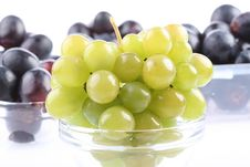 Free White And Red Grapes Royalty Free Stock Images - 6925429