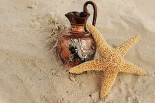 Free Star With A Jug On Sand Royalty Free Stock Photo - 6926015