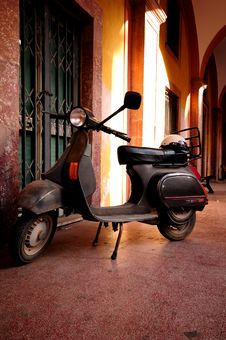 Free Italian Scooter Royalty Free Stock Images - 6928049