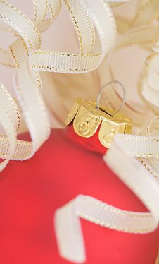 Free Red Christmas Ornament Royalty Free Stock Photography - 6931877