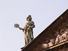 Free Statue On Roof Royalty Free Stock Photography - 71087